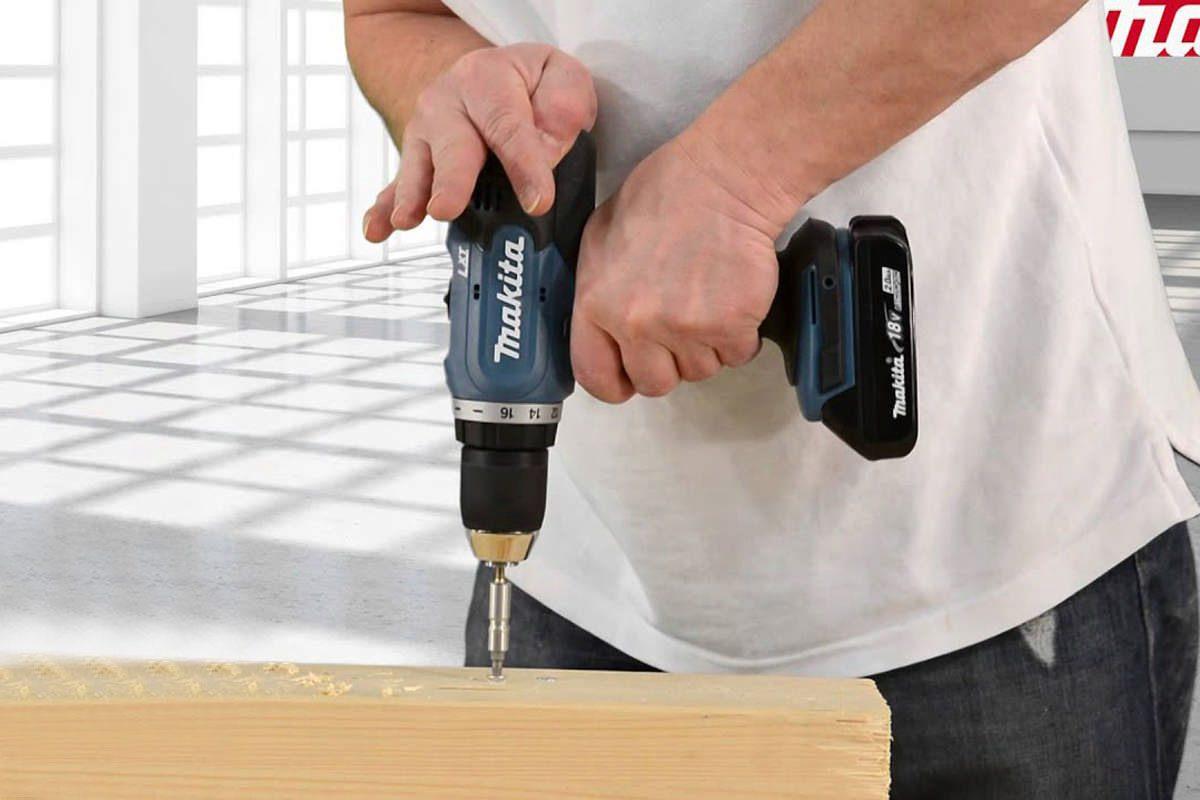 Bộ sản phẩm máy khoan, máy vặn vít pin 18V Makita DLX2240