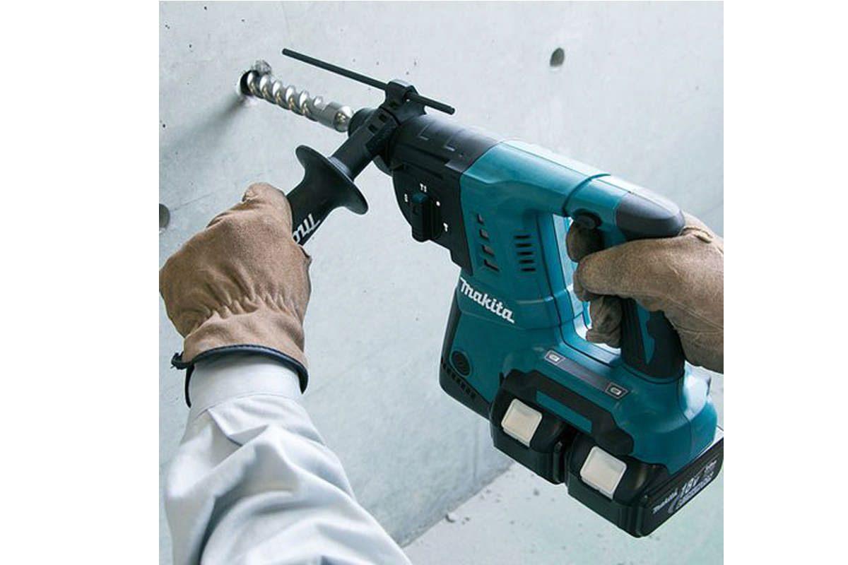 Bộ sản phẩm máy khoan, máy vặn vít pin 18V Makita DLX2242PM1